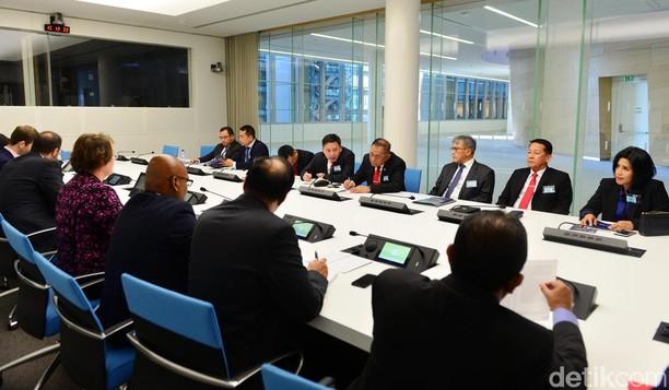 Menhan Dialog dengan Delegasi NATO