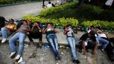 Trump pun langsung memperingatkan Honduras agar tidak membiarkan para imigran gelap itu menerobos perbatasan. (Reuters/Jorge Cabrera)
