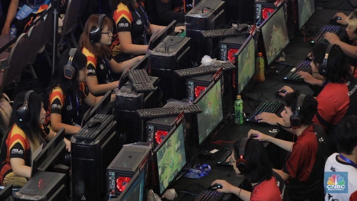 Bermain game online kini tidak lagi bisa dipandang sebelah mata. Apalagi ketika masuk ke dalam kompetisi olahraga e-Sports sejak perhelatan Asian Games 2018