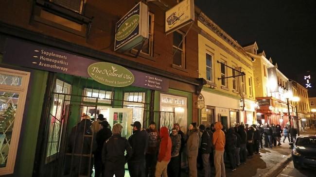 Sekalipun dilegalkan, namun penjualan mariyuana tetap tak bisa dibeli sembarangan. (REUTERS/Chris Wattie)