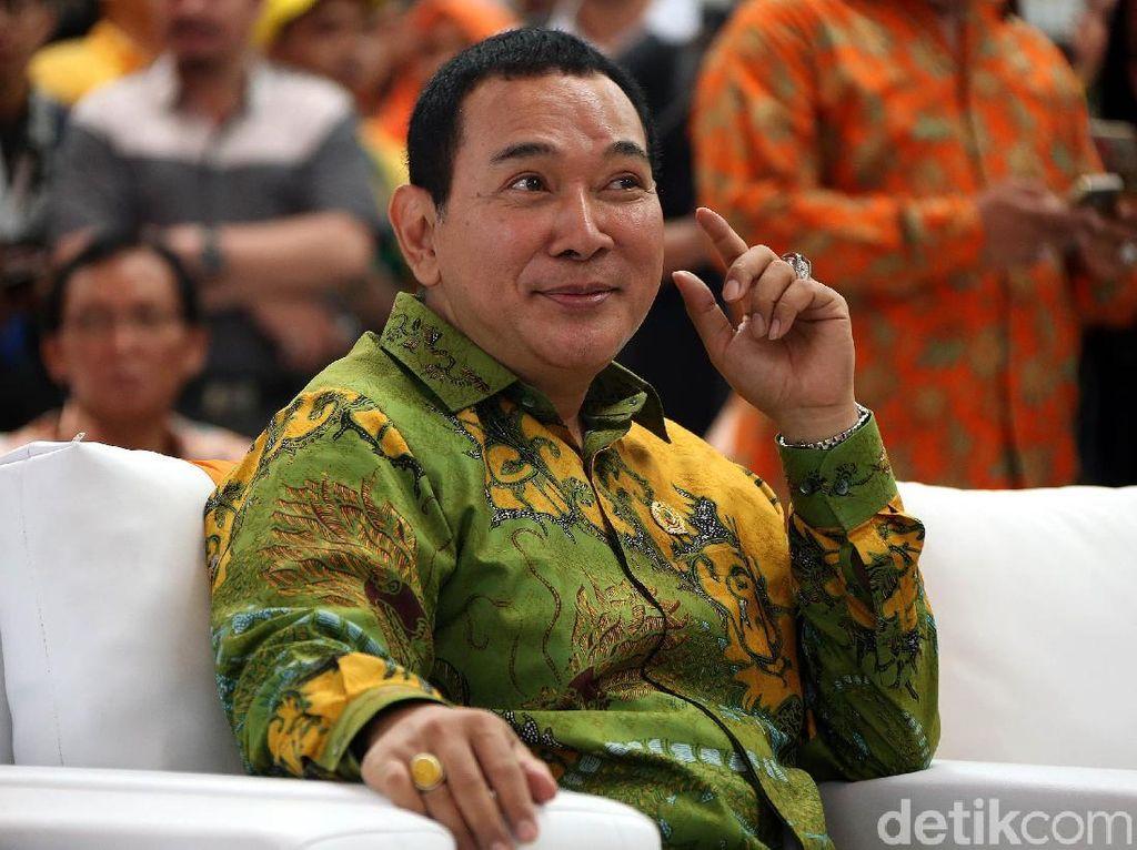Akurnya Tommy Soeharto dan Mantan Istri Saat Hadiri Wisuda Anak