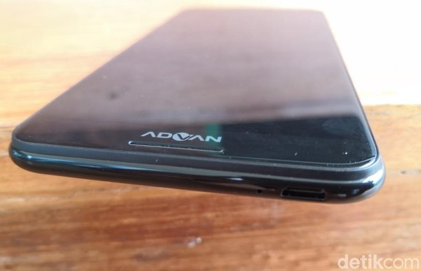 Unboxing Advan G3, Ponsel Bersuara Harman Kardon