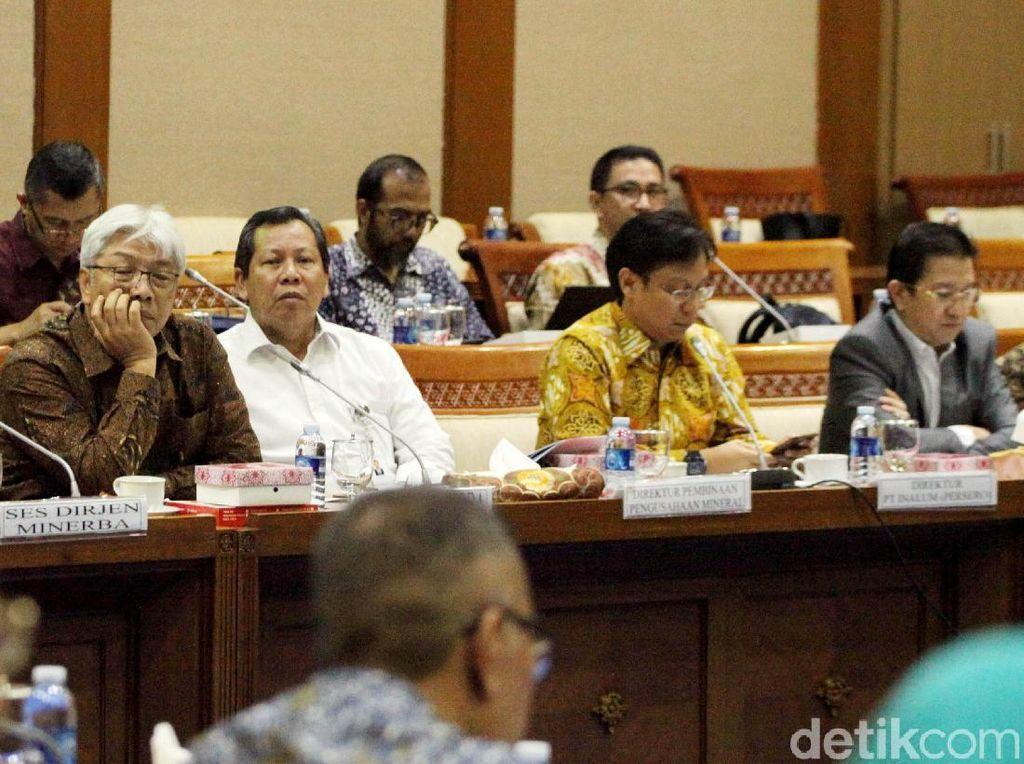 Mereka dipanggil untuk mengikuti rapat dengar pendapat (RDP) dengan agenda pembahasan pengambilalihan saham PT Freeport Indonesia (PTFI).