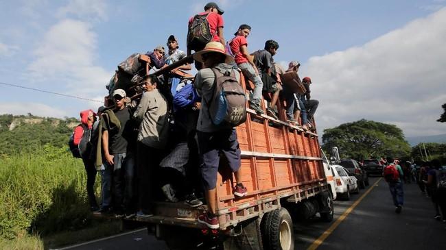 Kementerian Keamanan Honduras menahan Bartolo Fuentes, seorang mantan anggota parlemen yang berada di tengah kerumunan imigran, karena