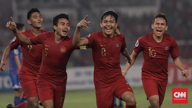 Timnas Indonesia U-19 kembali unggul setelah Witan Sulaeman mencetak gol pada menit ke-70 setelah memanfaatkan kesalahan kiper Taiwan dalam mengantisipasi tendangan bebas Muhamad Luthfi Kamal. (CNN Indonesia/Hesti Rika)