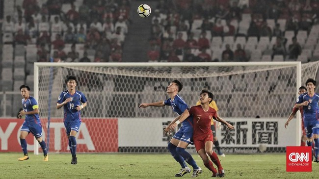 Kemenangan atas Taiwan membuat Timnas Indonesia U-19 untuk sementara memuncaki klasemen sementara Grup A Piala Asia U-19 2018 dengan keunggulan selisih gol atas Uni Emirat Arab. (CNN Indonesia/Hesti Rika)