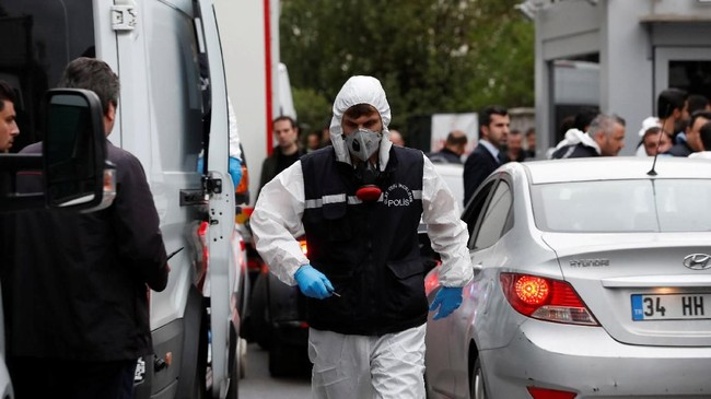Tiga negara mencari jejak satu orang, Jamal Khashoggi, wartawan Washington Post yang menghilang setelah masuk ke dalam gedung konsulat Arab Saudi di Istanbul, Turki. (Reuters/Murad Sezer)