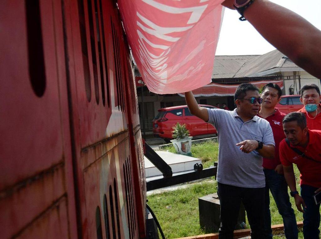 Ia juga turun langsung melihat Combat (menara seluler bergerak) yang didirikan pasca gempa dan tsunami, di Desa Lolu, Sigi, Sulawesi Tengah, Kamis (18/10/2018) guna memastikan sarana komunikasi pasca gempa aman terkendali. Foto: AntaraFOTO/Basri Marzuki