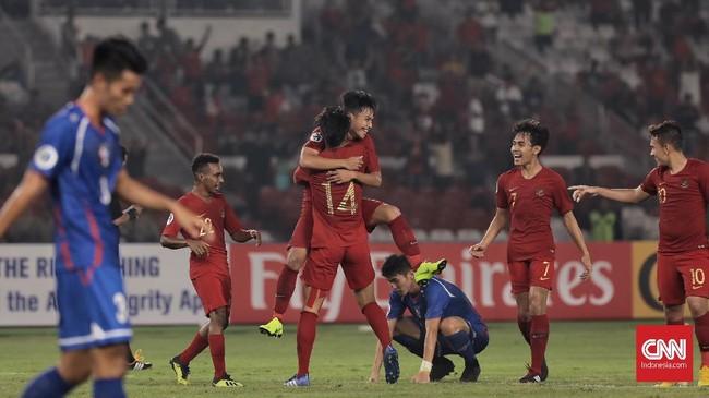 Timnas Indonesia U-19 akhirnya menutup pertandingan melawan Taiwan dengan keunggulan 3-1 setelah Witan Sulaeman mencetak gol keduanya menerima umpan Egy Maulana Vikri. (CNN Indonesia/Hesti Rika)