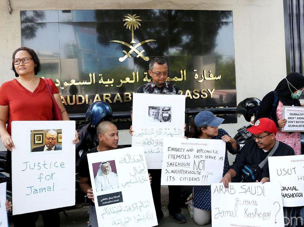 Aksi ini sebagai wujud solidaritas para jurnalis terhadap kasus hilangnya jurnalis Arab Saudi, Jamal Khashoggi, yang sampai saat ini masih menjadi misteri.