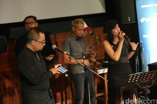 Nge-Band Pakai Galaxy Note 9, dari Main Bas Sampai Piano
