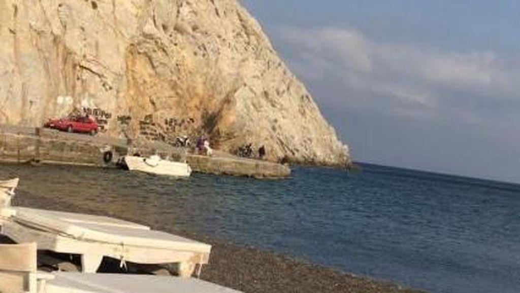 Pantai Perissa, Pantai Berpasir Hitam dari Yunani