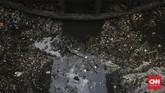 Perusahaan Daerah Air Minum (PDAM) Tirta Patriot terpaksa mengurangi produksi air bersih karena sumber mereka dari kali Bekasi tercemar. (CNN Indonesia/Adhi Wicaksono)