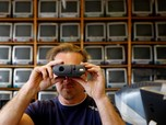 Pria Ini Koleksi Gadget Apple Kuno Terbanyak Sedunia