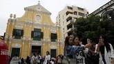 Pemandangan di Gereja St. Dominic, Makau, China. Dibangun pada abad ke-16, gereja ini berarsitektur Barok yang digunakan oleh penganut agama Katolik untuk beribadah. Bangunan ini juga masuk daftar Situs Warisan Dunia UNESCO.