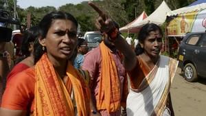 FOTO: Kelompok Garis Keras Adang Perempuan India Masuki Kuil