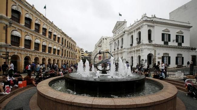 Suasana di Alun-alun Senado, Makau, China. Kawasan yang disebut Largo do Senado ini sempat dijadikan pusat pemerintahan Portugis pada zaman dahulu kala. Seluas 3.700 meter persegi, kawasan ini masuk daftar Situs Warisan Dunia UNESCO.