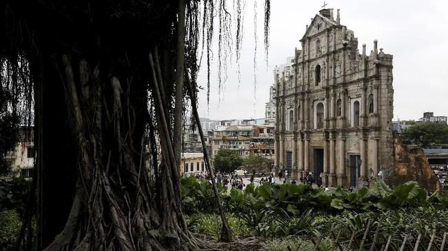 Komplek Reruntuhan St. Paul di Makau, China. Menjadi objek wisata sejarah paling ramai turis, komplek ini dibangun pertama kali pada tahun 1508 dengan arsitektur Renaissance berpadu oriental.