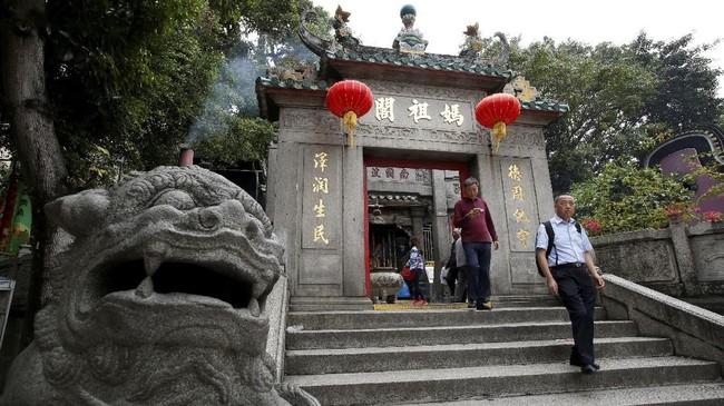 Pemandangan di Kuil A-Ma, kuil yang dipercaya sebagai tempat bersemayam Dewi Laut Mazu pelindung nelayan, di Makau, China.