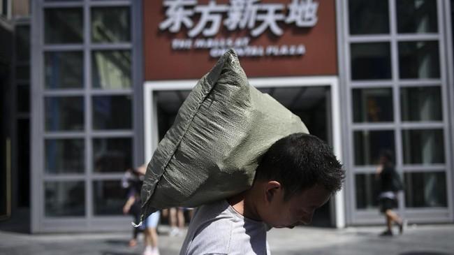 Ekonom Senior menilai perlambatan ekonomi China cukup signifikan, meskipunpemerintah sudah berjanji mendorong investasi domestik yang mendukung ekonomi.(WANG ZHAO/AFP).