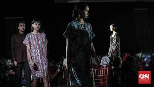 Pesona Batik Jawa Timur di Tangan Oscar Lawalata