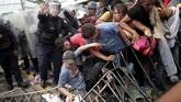 Para imigran ini menuju AS untuk menghindari kekerasan oleh geng jalanan di negara mereka dan untuk mencari pekerjaan (REUTERS/Ueslei Marcelino)