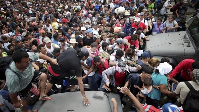 Untuk mencapai AS, mereka mesti melewati Meksiko terlebih dulu. (REUTERS/Ueslei Marcelino)