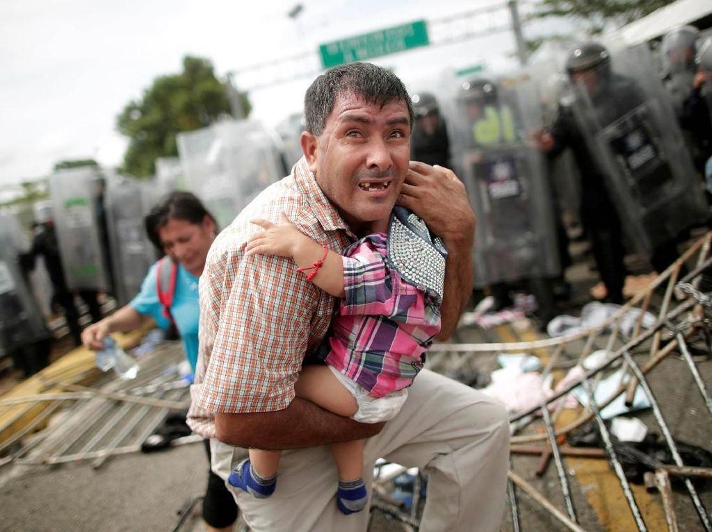 Ratusan Imigran Honduras Terobos Perbatasan Meksiko