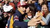 Marc Marquez memiliki kans cukup besar menjadi juara dunia MotoGP 2018. Jika berhasil meraih kemenangan di MotoGP Jepang 2018, Marquez akan meraih gelar kelima dalam ajang MotoGP. (REUTERS/Toru Hanai)