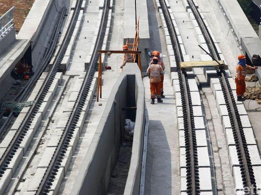 Di Indonesia sendiri terdapat 3 proyek berbeda, yakni proyek LRT Jakarta yang digarap oleh PT Jakarta Propertindo (Jakpro), serta LRT Jabodebek dan Palembang yang digarap oleh PT Adhi Karya Tbk. Grandyos Zafna/detikcom.