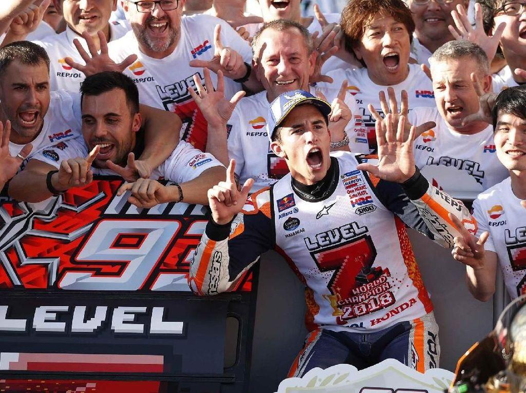 Marquez kini sudah mengoleksi tujuh titel juara dunia di ajang balap motor, yaitu 2010 (kelas 125cc), 2012 (Moto2), dan 2013, 2014 serta 2016-2018 (MotoGP). Reuters/Toru Hanai.