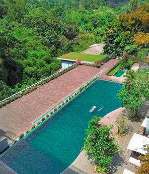 5 Hotel dan Restoran di Bandung Ini Bikin Serasa Ada di Bali
