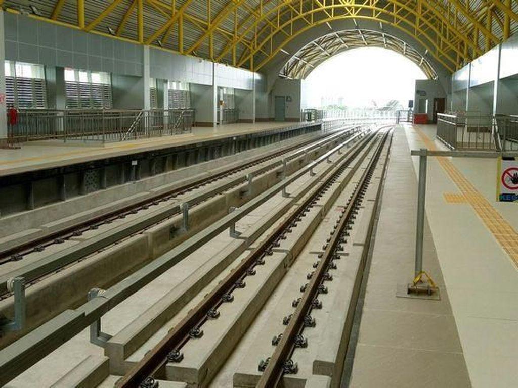 Dari total 13 stasiun tersebut, dipastikan seluruh stasiun bisa beroperasi Oktober 2018. Raja Adil Siregar/detikcom.