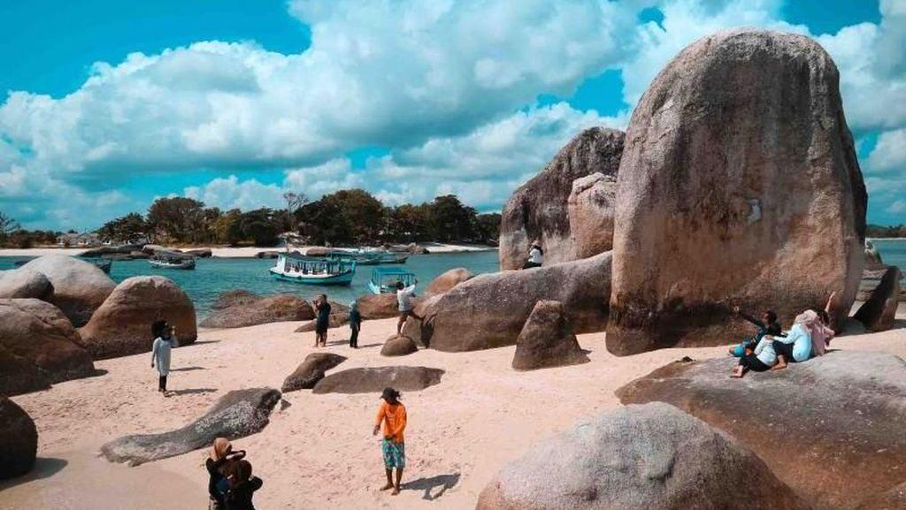Pesona Batu Berlayar yang Unik di Belitung