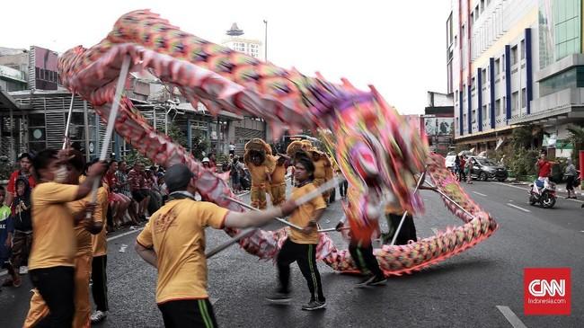 Pertunjukan Barongsai juga ikut meramaikan acara Kirab Budaya dan Ruwat Bumi Bio Fat Cu Kung di kawasan Glodok, Jakarta Barat. CNN Indonesia/Andry Novelino