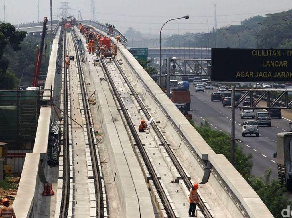 Sejak dimulainya proyek LRT Jabodebek tahap I hingga Agustus 2017, Adhi Karya sudah mengeluarkan Rp 4 triliun untuk pembangunan pra sarana. Grandyos Zafna/detikcom.