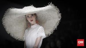 FOTO: Siluet Kota Mode Dunia di Balik Mata Desainer Indonesia