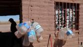 Kondisi pasokan air asin di Salar--cekungan yang menyimpan kandungan litium terbesar--telah menjadi obsesi industri. (REUTERS/Ivan Alvarado)