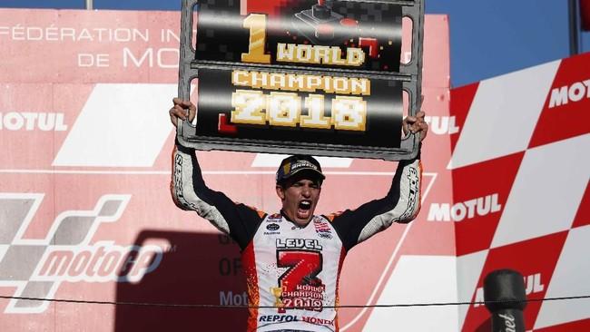 Peringkat pertama di Sirkuit Motegi sekaligus menahbiskan Marc Marquez sebagai juara dunia untuk kali ketujuh. Lima gelar di antaranya diraih di kelas MotoGP, selain di kelas 125cc dan Moto2. (REUTERS/Toru Hanai)