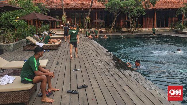 Timnas Indonesia U-19 Lepas Penat di Kolam Renang