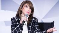 Kembali Tur Setelah 25 Tahun, Paula Abdul Jatuh dari Panggung