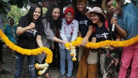 Artis Ayushita Nikmati Keindahan dan Keunikan Pasar Botani