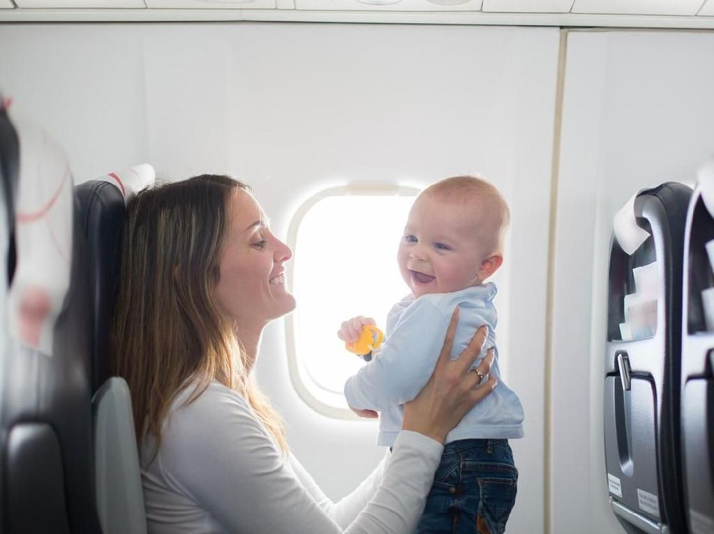 Cerita Menyentuh Pria yang Tukar Kursi First Class untuk Ibu dan Bayi