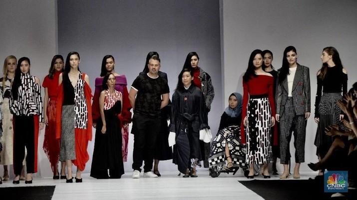Perhelatan kesebelas Jakarta Fashion Week (JFW) 2019 memberi warna tersendiri.