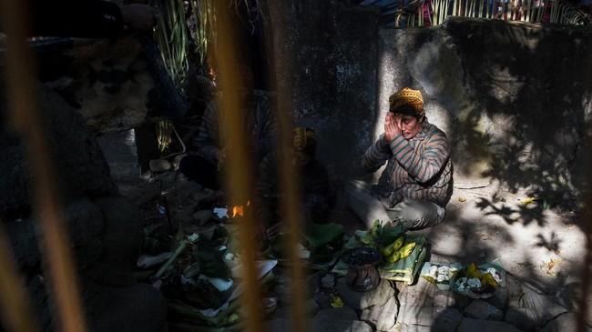 Candi Menggung yang dikeramatkan warga masyarakat setempat,menjadi tempat berdoa sebelum tradisi Dukutan dilakukan.