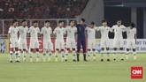 Para pemain TimnasIndonesia U-19 berfoto bersama sebelum bertanding melawan Qatar U-19. Mereka tak bisa menyembunyikan raut ketegangan sebelum bertanding. (CNN Indonesia/Hesti Rika)