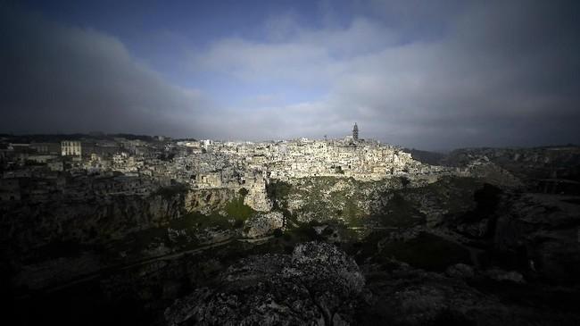 Matera adalah sebuah kota di selatan Italia. Diperkirakan kota ini telah dihuni oleh manusia sejak sembilan ribu tahun sebelum Masehi.