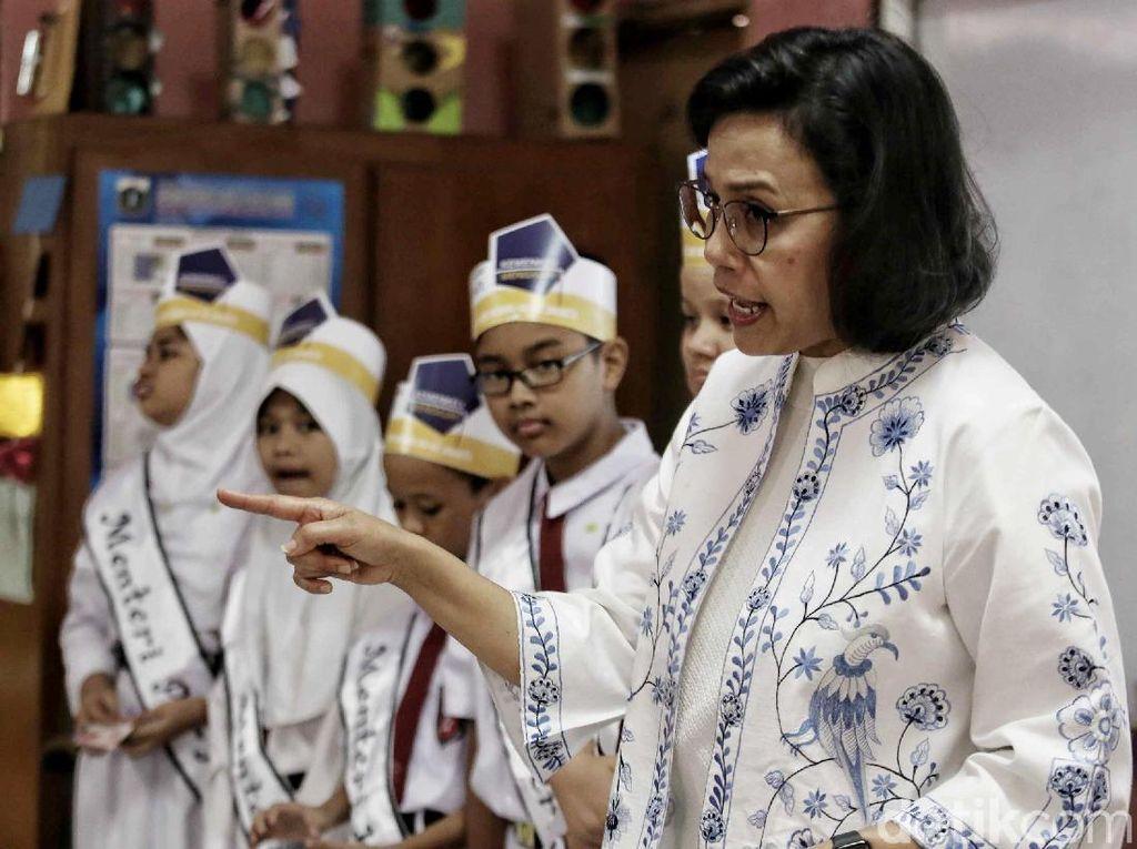 Gaya Sri Mulyani Ajari Siswa SD soal Utang hingga APBN