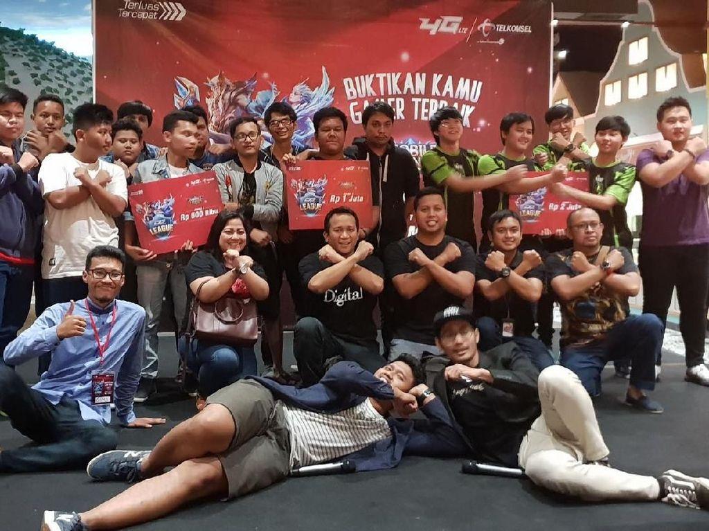 Beginilah keseruan dan kebersamaan para gamer yang berlaga untuk memperebutkan total hadiah Rp 1 Miliar diajang tersebut. Foto: dok. Telkomsel
