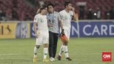 Laga berakhir dengan hasil getir kekalahan Timnas Indonesia U-19 dari Qatar, skor 5-6. Egy Maulana Vikri tak mampu menahan tangis lantaran mimpi tampil di Piala Dunia U-20 bisa jadi gagal terwujud.(CNN Indonesia/Hesti Rika)